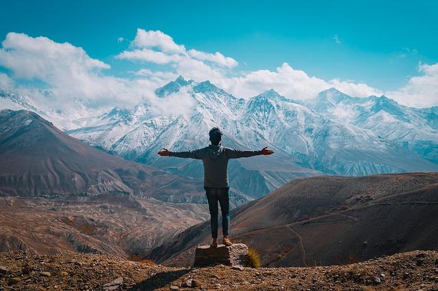 Les étapes pour bien préparer ses vacances estivales à la montagne