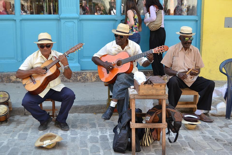 Voyager à Cuba et découvrir le quotidien de la population locale