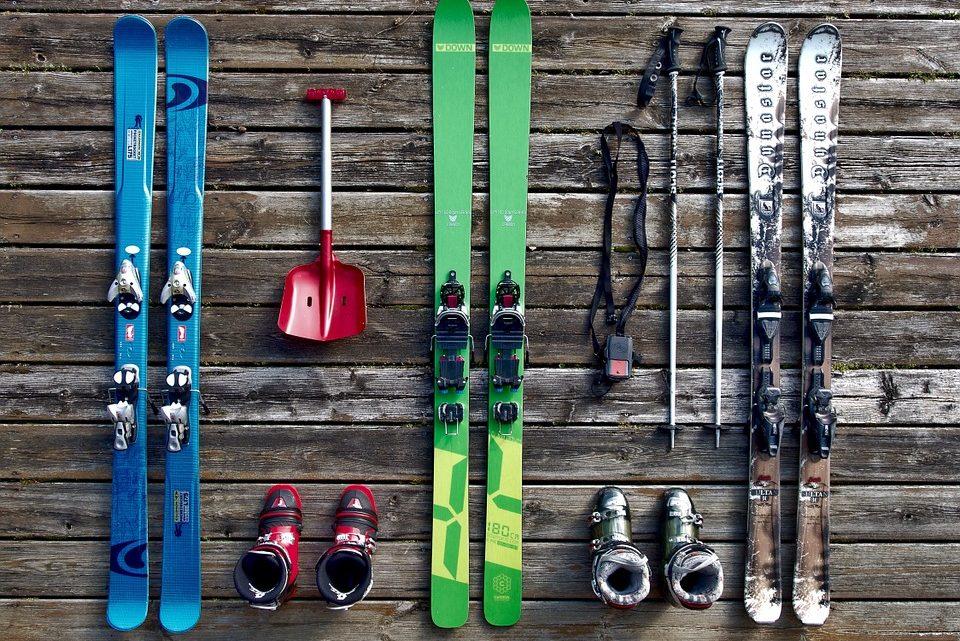 Faire du ski pour les vacances : que mettre dans la valise ?